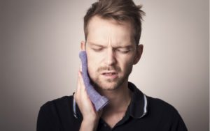 man with painful wisdom teeth
